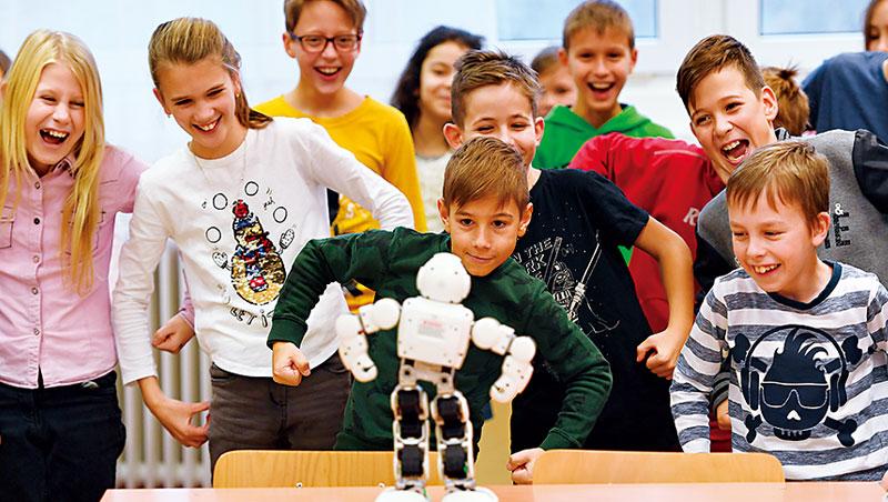 能自主動作、不重複做工的智慧型機器人是AI商業應用機會最龐大的潛力市場之一。