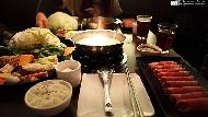 不到300元吃起司牛奶鍋、活跳跳鮮蝦...冬天必看!網友最推薦的10大平價連鎖火鍋