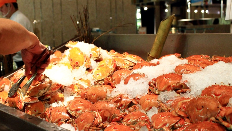 不到1千元也能螃蟹、生魚片吃到飽!年終聚餐不用煩惱,網路評價最好的5間吃到飽餐廳