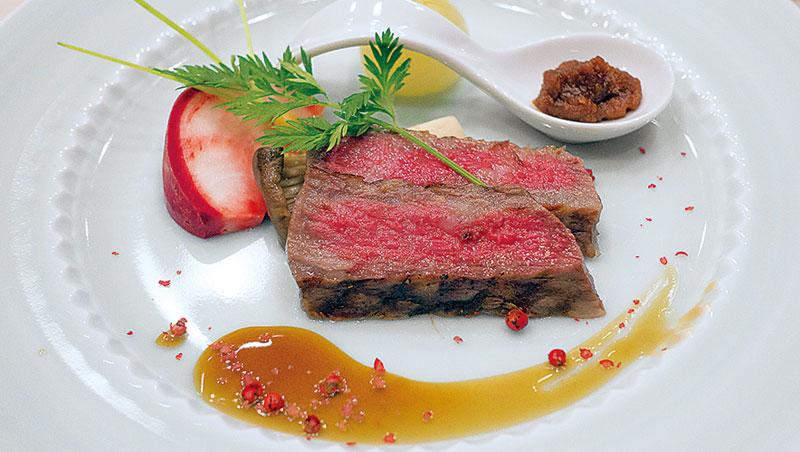 但馬牛是日本黑毛和牛的品種源頭,油花香軟迷人。