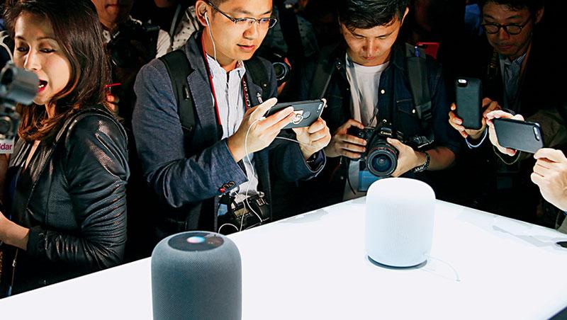 推出配備Siri功能的智慧音箱HomePod,以音響品質搶市,年銷量上看800萬台
