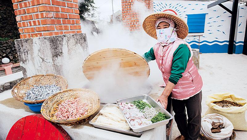 魚灶是漁獲蒸煮加工的場所,有灶台、煙囪和鹹汁槽三大部分。