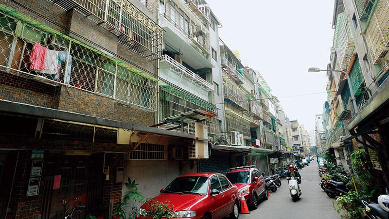 屋齡30年以上老宅,部分耐震設計未達現有法規標準,是政府推危老重建的主因之一。