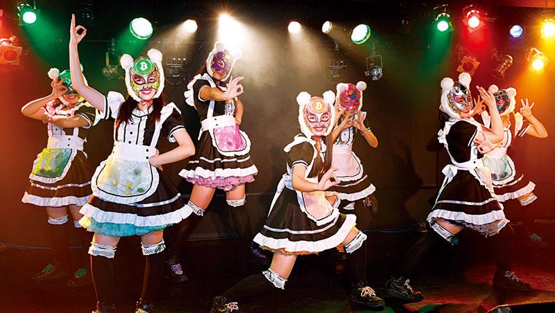 1月12日,虛擬貨幣少女舉行第一場演唱會,在台上她們臉戴另類面具、身穿女僕裝勁歌熱舞。