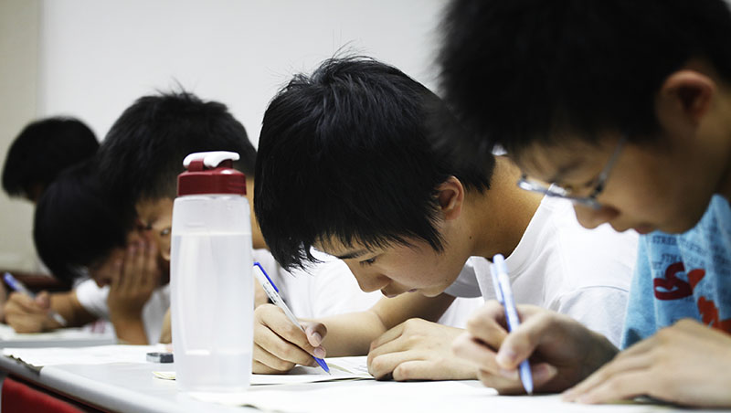 全校學測考不到40級分,不是學生跟老師的錯!補教老師告訴你台灣教育最荒謬的兩大怪象