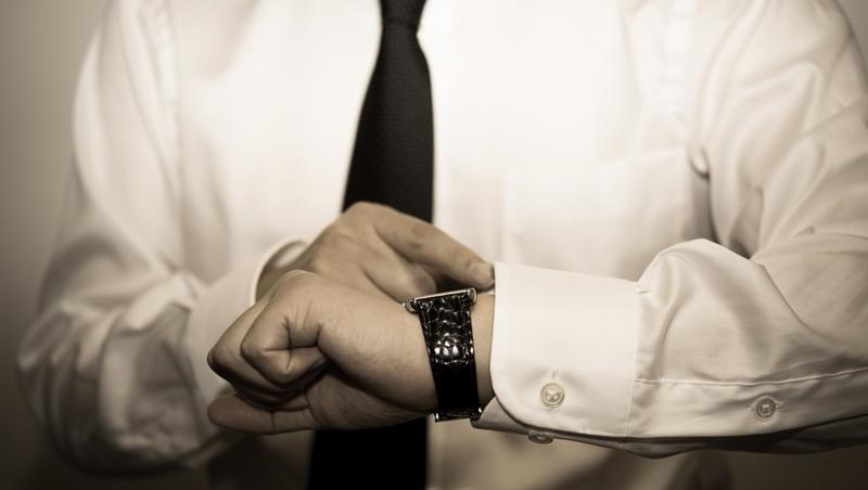 """「看時間」都說""""watch time""""?錯了,其實跟「看」完全無關 - 商業周刊"""