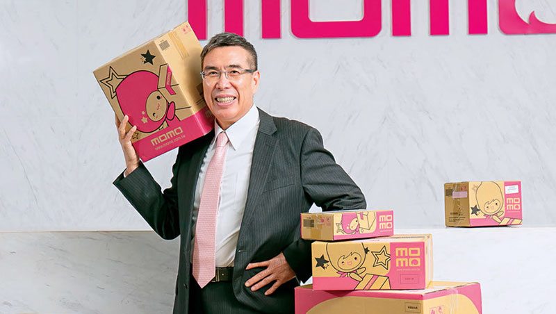 為與網家一較高下,富邦媒總經理林啟峰去年更砸了1億6千萬進口日本自動封箱機,盼加快封裝速度。