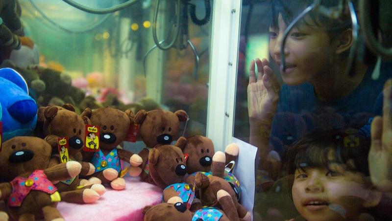 「夾娃娃店」一間接一間開!年輕人如何從中學到「做生意的本事」