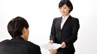 「我叫某某某,在XX公司擔任...」自我介紹只有這樣?資深公關教你30秒講出動人自介