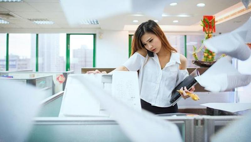 午休全公司都要關燈、紙張反面要重複影印...日本職場最可悲現象:主管思維卻當上社長