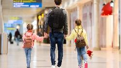 父母的保存期限,只有10年:別想著「孩子還小」...再貴的玩具,都比不上全家旅遊
