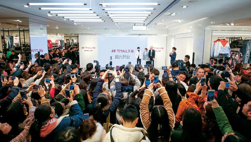 H&M攜手天貓開幕會當天吸引數百名各國媒體、網紅與直播主們到場,商周是其中唯一的台灣媒體。