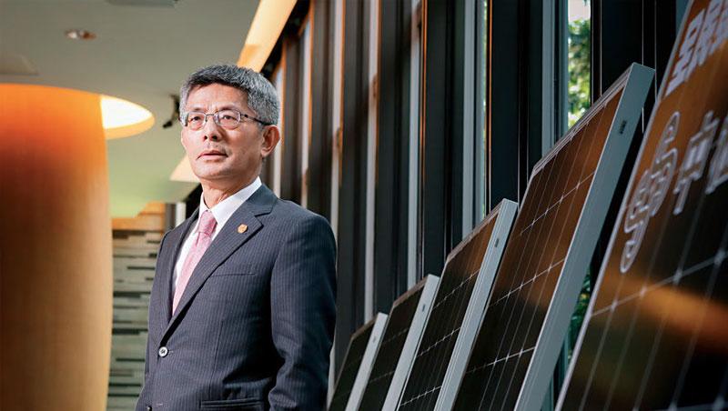 中租事業遍及各產業,包括太陽能。董事長陳鳳龍是40年的租賃老將,是操盤中國的靈魂人物。