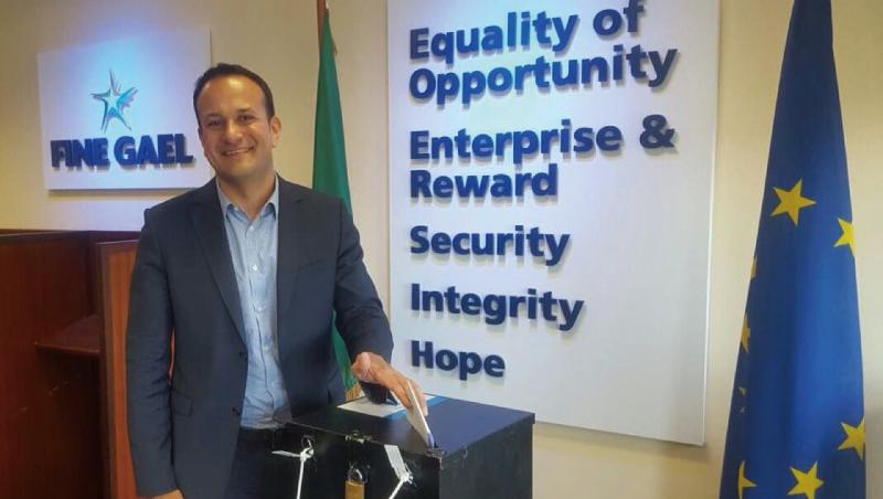 移民之子、出櫃同志、38歲》愛爾蘭總理的許多第一