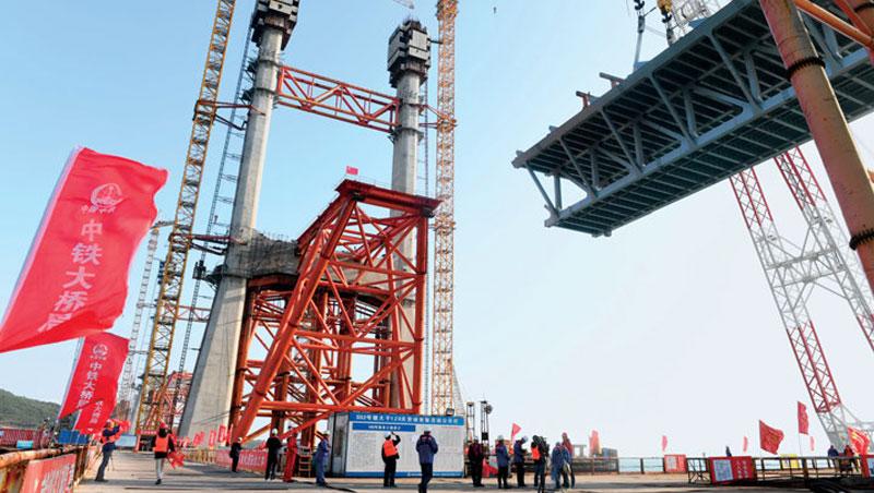 中國光是公路與鐵路的橋樑就有約100萬座,惠台31條政策開放後,將特許台商搶進這類商機龐大的基礎建設市場。