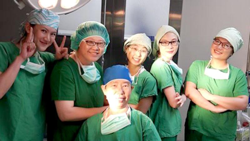 命令歐吉桑脫褲子、辦喜酒辦在清明節……你所不知道的外科女醫師生活大公開!