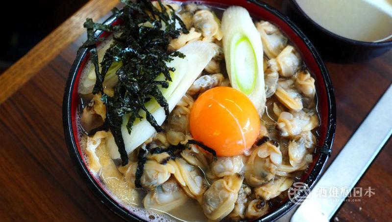 去殼蛤蜊鋪滿看不到飯,一碗不到300元!達人推薦:到東京一定要試試這碗神級「蛤仔蓋飯」