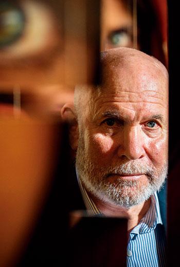 「我生性害羞,但逼自己每天跟當地人對話,去觀察他們,降低錯誤詮釋,捕捉人最自然的面貌。」~攝影師麥柯里(Steve McCurry)