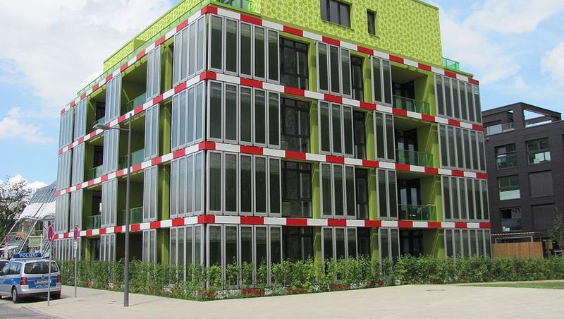 實測年省3.6萬電費!把海藻變房子外牆...世界首棟「綠藻」建築師:台灣很適合
