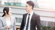 職場說話術:介紹同事給客戶時,記得「先讚美,然後小小糗他一下」