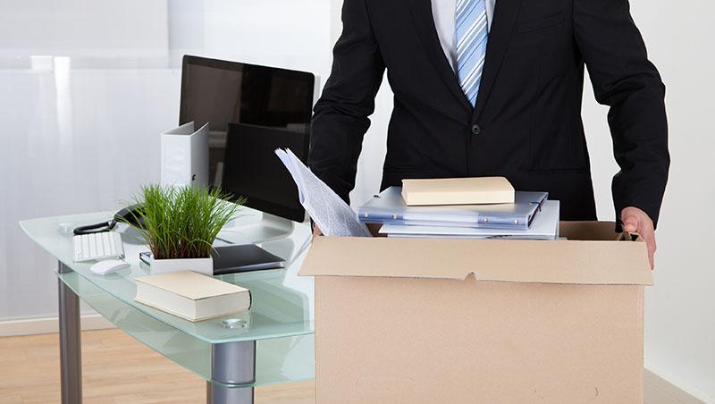 「明天就失業,你準備好了嗎?」大家都被資遣,他如何一夕間從八卦記者轉職收入豐厚的作詞人 - 商業周刊