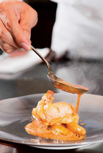 能精準掌控烹調火候,才能烘托出食材的口感與質地。