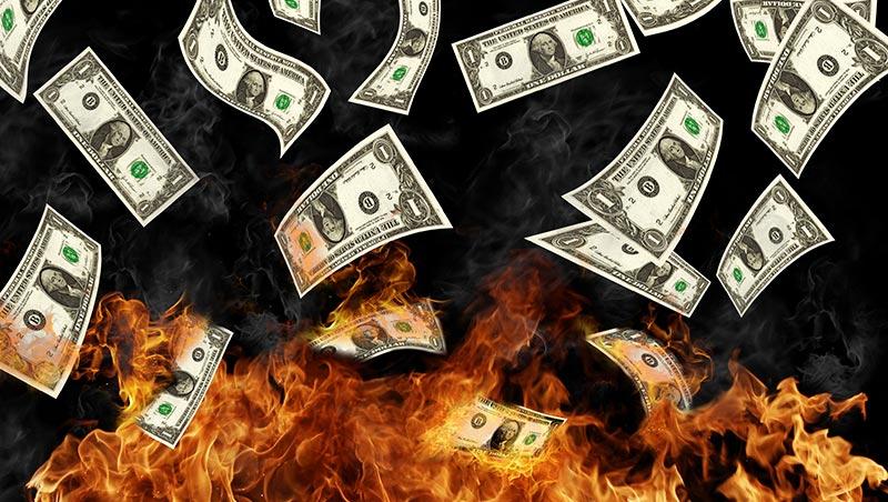 別辦卡、別買基金、別傻聽老闆話!退休銀行副理:我每天都在跟暗黑勢力對抗……