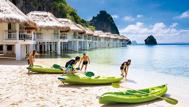 阿普莉房間全是水上屋,打開門直接跳海游泳,或玩獨木舟。
