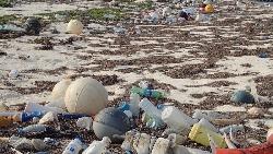 「限塑」也解決不了...堆滿垃圾的台灣東沙島,調查發現:最大宗來自這兩個國家