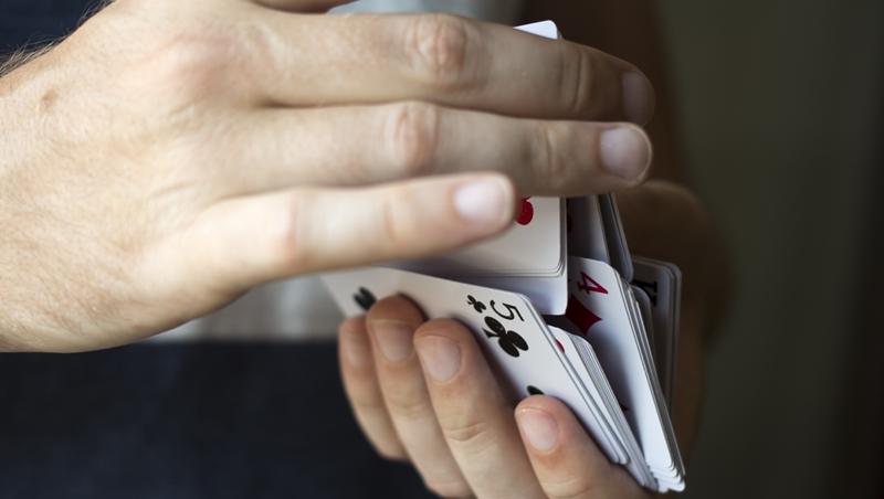 魔術師為何能說出你喜歡哪種寵物?哈佛高材生揭密,企業也在用的蒐集情報「魔術技巧」