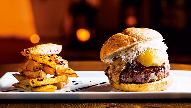 英國廣播公司估計,從米其林等級到小吃店,85%法國餐廳都提供至少一種美式漢堡,口味上卻已進化成更高級的在地食材。