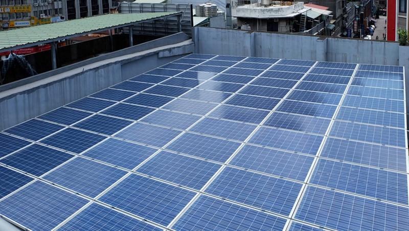 架太陽能板「賣電賺錢」,聽起來簡單為何很難普及?過來人的經驗談:需要的不只是錢