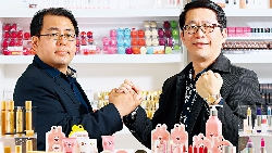 商周CEO學院》兩個大叔賣兔兔粉餅 竟成超商爆賣品