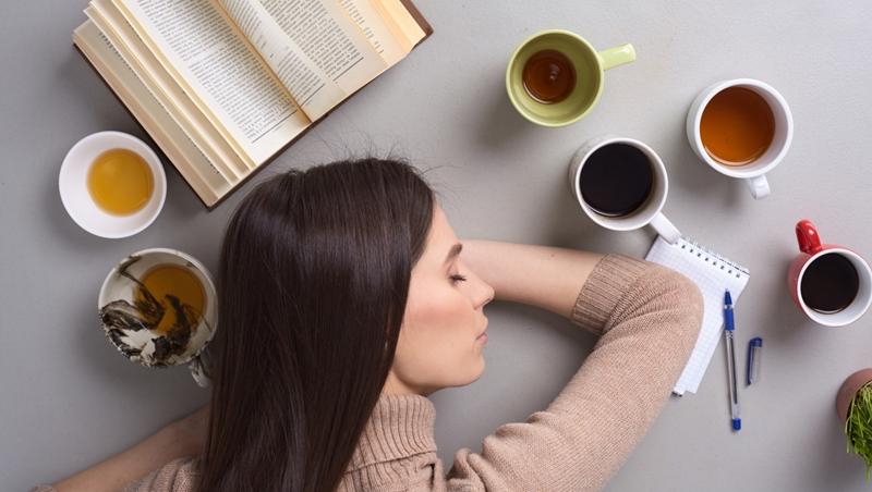 想小睡片刻,除了take a nap還能怎麼說?6個「打瞌睡」的常見英文,上班族一定用得到