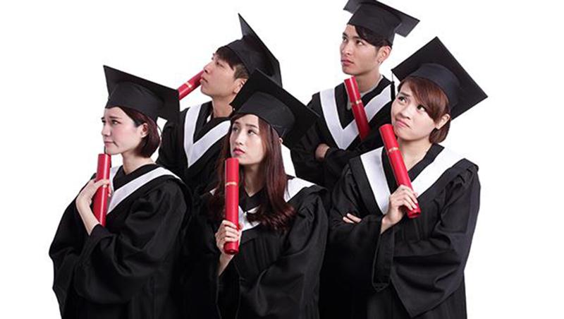 台大博士班畢業即失業,山東大學開200萬年薪攬才...接受高薪挖角不是台灣人的錯!