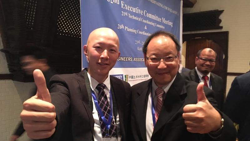 「英語是成功關鍵!」一個韓國教授的鼓勵...讓28歲工程師立志往國際發展,成功外派阿曼