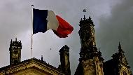 一個中校軍官的喪禮,竟讓法國前後任4位總統都出席?從ISIS恐攻,看法國人對「英雄」的定義