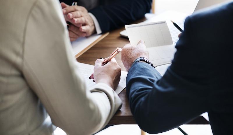 公司發展新事業》該訓練舊員工,還是直接找新人?政大EMBA執行長:2個原則判斷