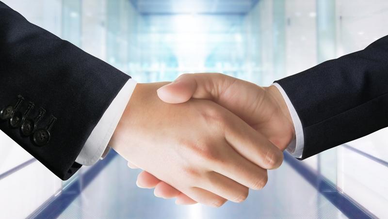 為什麼職場上背景強硬,工作力不足的人最適合當朋友?職場研究專家:他不在乎獎金或職位,而是...