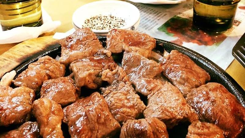 烤五花肉配泡菜湯、香辣雞肉沾濃郁起司!想吃道地口味,就去這10間台灣最夯韓國餐廳