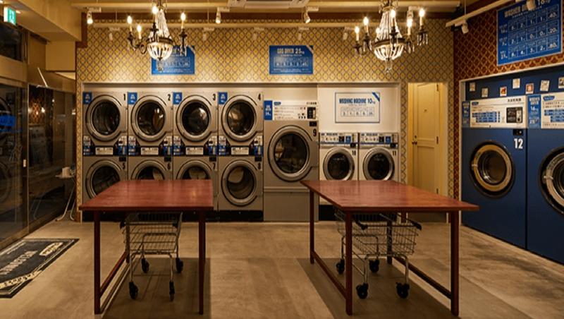 洗衣服順便洗滌交友圈!德國這間自助洗衣店,可以免費喝咖啡、看書,還能交新朋友