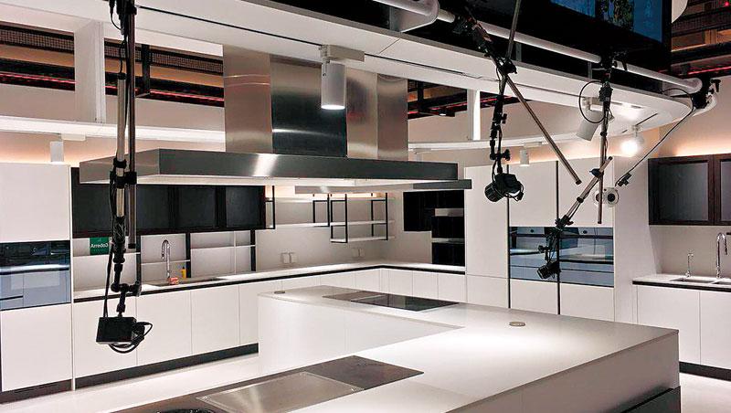 謝霆鋒在北京打造的「鋒味實驗室」預計5月開張,他透露,未來會在這廚房研發新菜、設計菜單,甚至直播網紅煮菜。