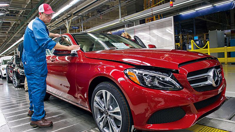 在美生產的賓士及BMW每年約有15萬輛銷往中國,為美對中汽車出口主力,若貿易戰開打,德國業者也躲不掉衝擊。