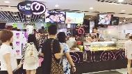 台灣7年級生靠「雞排加珍奶」,變新加坡成功女企業家!被問如何成功?她說:蹲在地上削地瓜