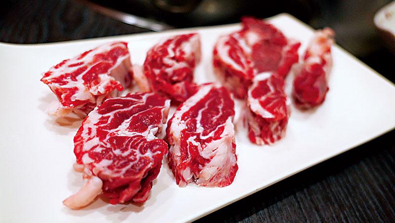 將台灣牛的部位與美味發揮得淋漓盡致,饗牛二館厚切的肋眼上蓋是我的最愛。