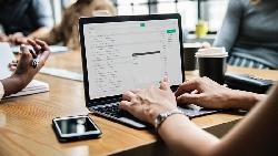 不會發問的人,mail跟Line都寫很長...日本最狂企業家:「發問力」是必備能力,別犯這5種錯