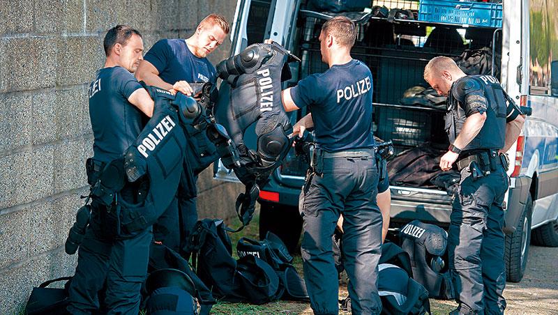 德國的布蘭登堡比鄰波蘭,積極招攬會說波蘭文的警察,以助清掃兩國交界地帶日益頻繁的非法交易。