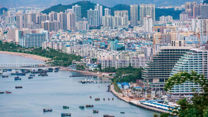 海南島離廣東自貿區的深圳不到500公里,未來恐將彼此競爭。圖為海南島三亞市。
