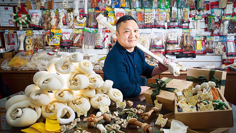 林意智接班18年,弘元皮革從低谷翻身,年營收成長5倍,未來將生產更高附加價值產品,他說,要「讓老傳產出現新火花!」