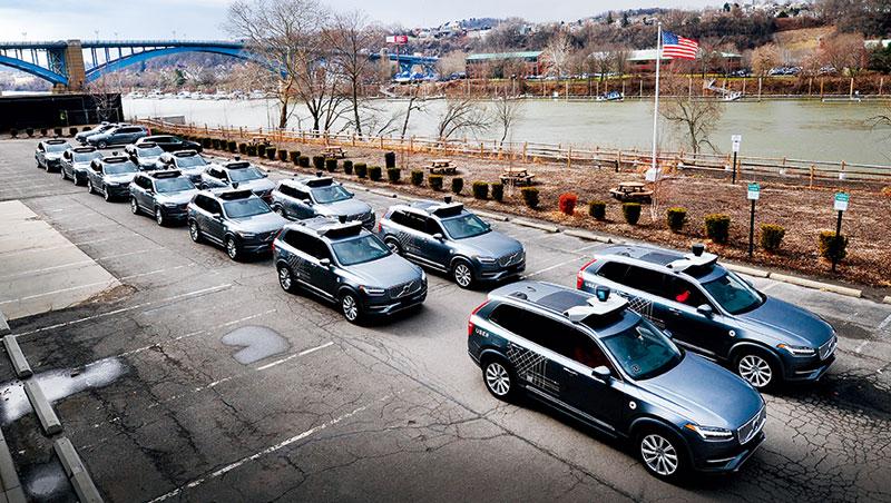 優步自駕車總部位於匹茲堡,曾指揮全國逾200輛自駕車上路實測,累計里程超過200萬英里,計畫將在數月內重啟測試。
